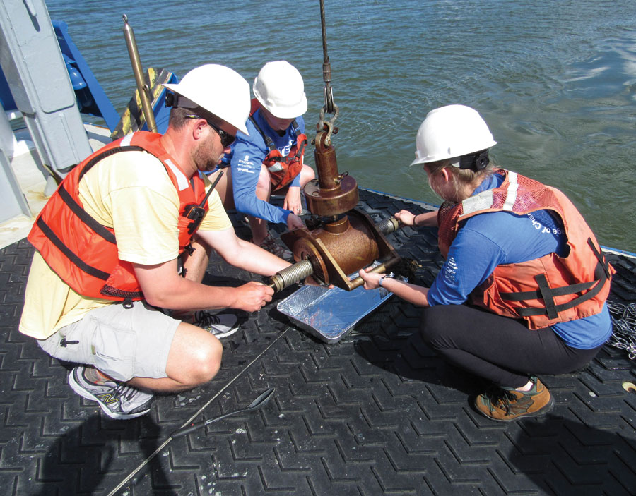 BEAMS students from the College of Charleston work on the R/V Savannah to retrieve sediment from a grab sampler in 2015.