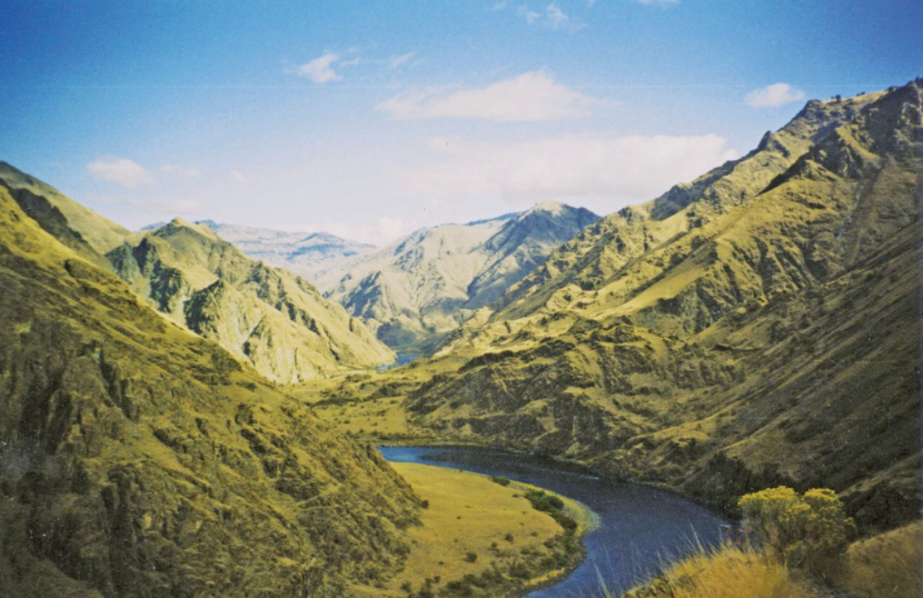 Snake River winds through Hells Canyon, shown here between Kirkwood Historic Ranch and Pittsburg Landing. Credit: X-Weinzar.