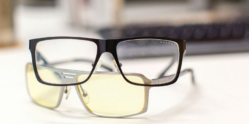 Clear lenses are designed for computer users who need to view an equally balanced color spectrum; amber lenses diminish the harshest part of the color spectrum for greatest protection.